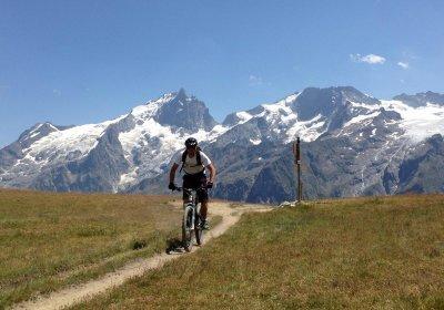 Le plateau d'Emparis en vélo électrique