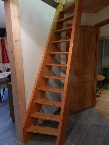 Escalier qui mène à la mezzanine