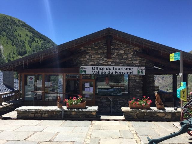 office de tourisme à l'entrée de Besse